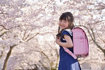 卒園式・入学式に着ていく女の子の服装は?