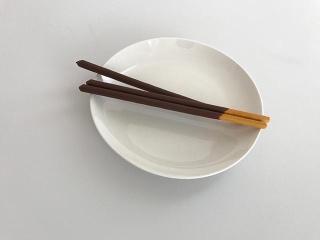 お皿に載せた大人の琥珀