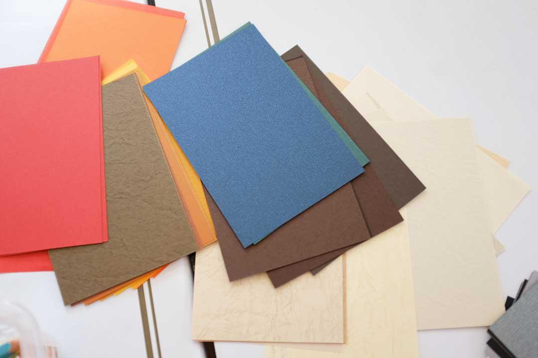 紙の専門商社 竹尾が選ぶ 500種類の紙セットの会